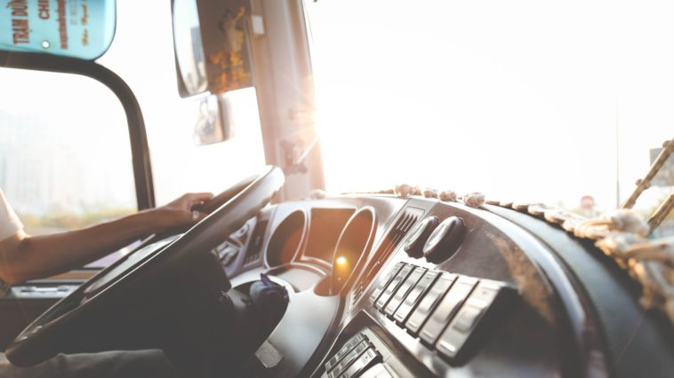 Transport drogowy towarów - jak wybrać przewoźnika