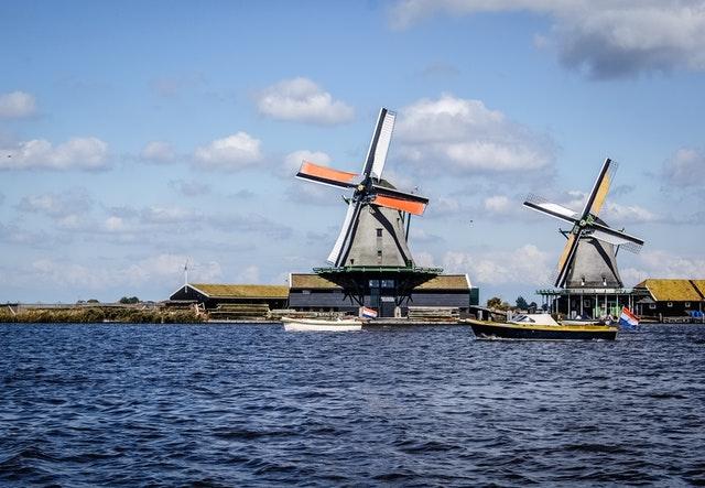 Jak wybrać dobrego busa do Holandii?
