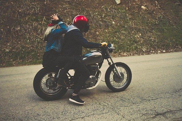 Damskie kurtki motocyklowe - styl, klasa i ochrona przed wiatrem