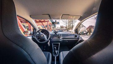 Jak usunąć nieprzyjemne zapachy z auta?