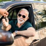 Czy seniorzy mogą wypożyczać samochody?