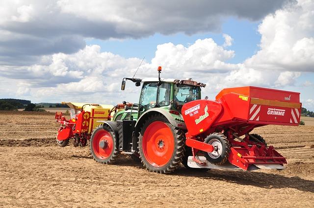 Do czego przydają się lampy robocze w traktorze?